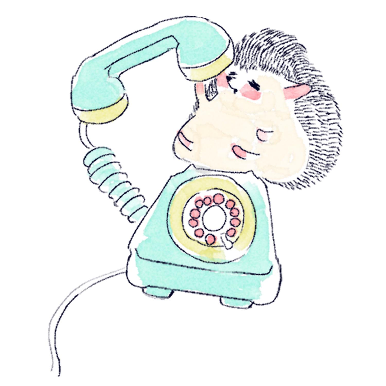 ダイヤル式電話を使うハリネズミのソフィー